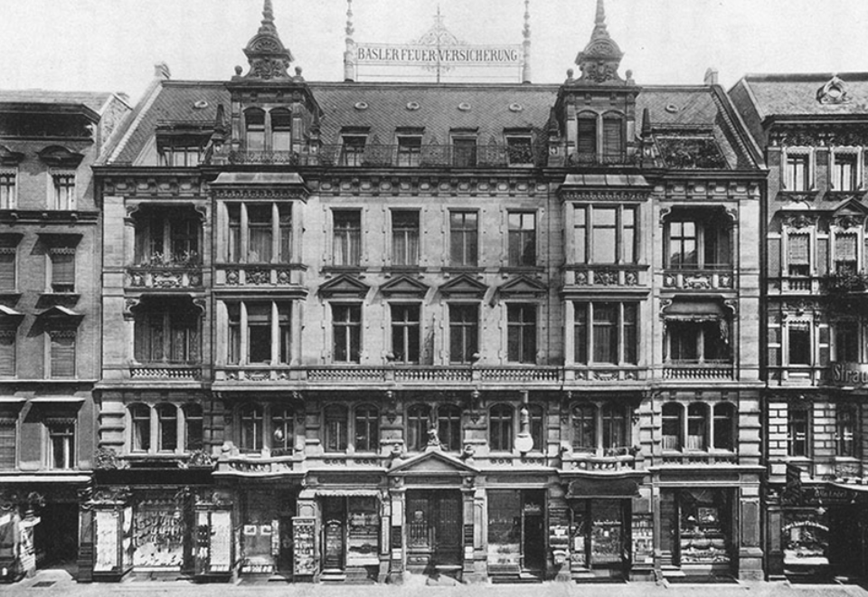 The office building of Basler Feuer in Berlin, built from 1891 to1893. Even today, a basilisk sits enthroned above its entrance.